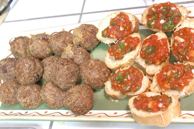 Tomato, Mozzarella and Basil Bruschetta | Party Food | Pinterest