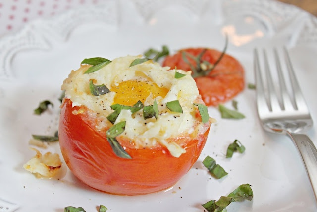 these eggs baked in tomatoes are so cute! and covered in cheese. cute ...