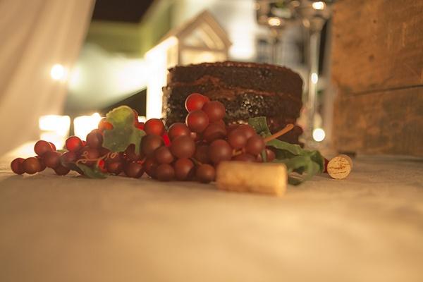 Bolo de casamento rústico de chocolate | O blog da Maria. #casamento #bolodosnoivos #chocolate #rústico