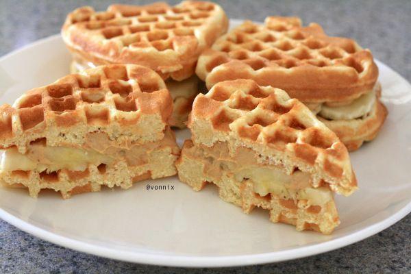 VONNIX ll Peanut Butter Banana Waffle Sandwich