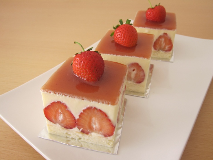 Strawberry, white chocolate mousse cake | Desserts | Pinterest