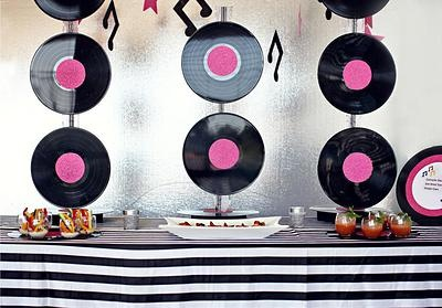 Pin by glenna the great on party time pinterest for Vinyl record decoration ideas