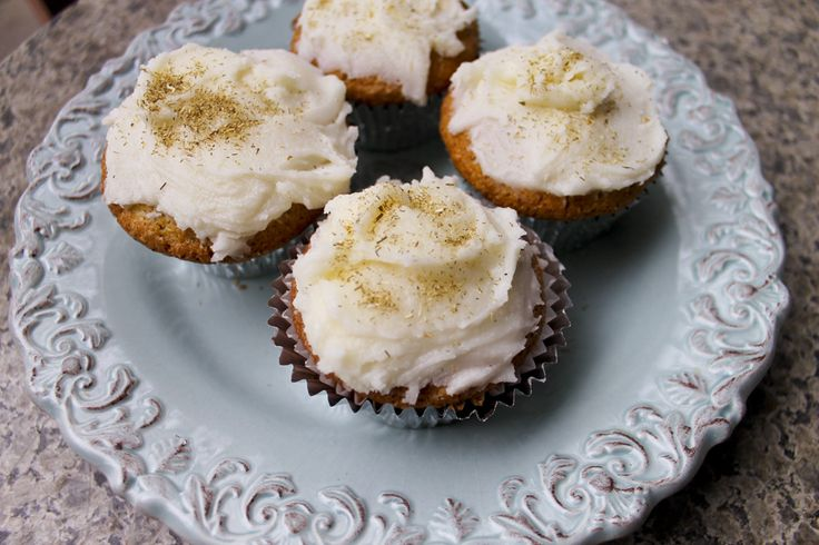 Chamomile Cupcakes with Honey Glaze | Desserts | Pinterest
