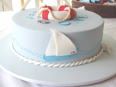 Not sure it gets much cuter than this nautical-themed cake by Imprintables.