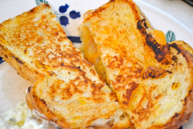 Caramelized Apple Grilled Cheese | Indulge | Pinterest