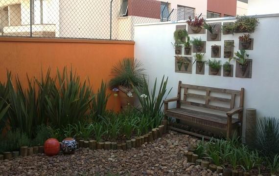 jardim vertical vasos meia lua : jardim vertical vasos meia lua:Pin by Maristela Lima on Paisagismo
