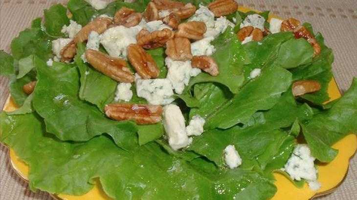 Blue Cheese and Walnut Salad With Maple Dressing