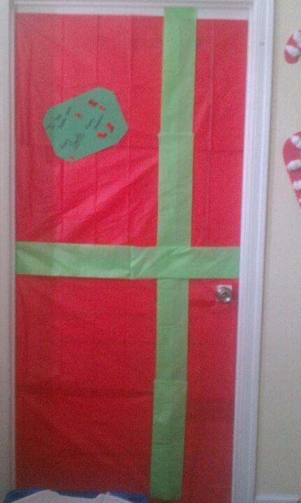 Christmas present door | Preschool Crafts | Pinterest