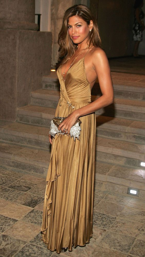 Eva Mendes Turns Fashi...