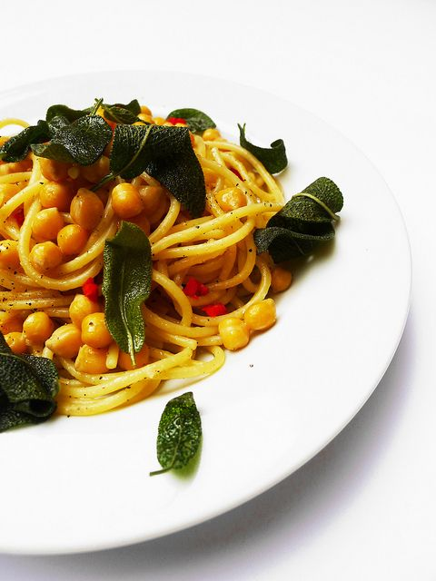Spaghetti with chickpeas and fried sage | :: Veggie-licious! :: Veget ...