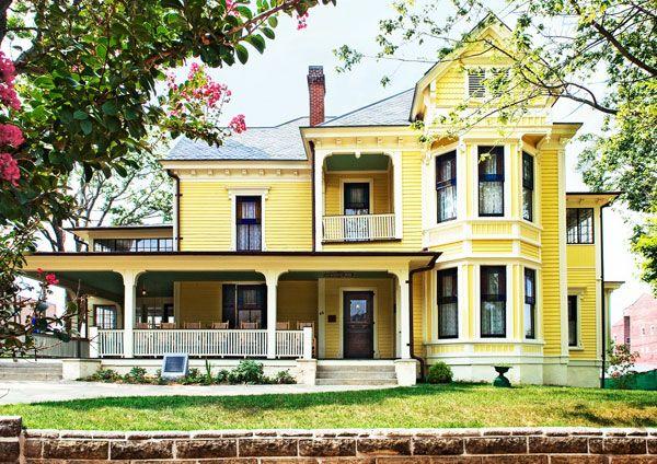 Yellow house exterior paint inspiration y e l o youth for Exterior yellow house paint