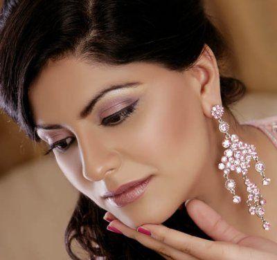 Delicate pink eyeshadow