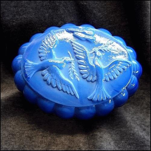 Wedgewood Cobalt Blue Jewelry Dresser Box w Doves Vintage Vanity http://www.greatvintagejewelry.com/inc/sdetail/wedgewood-cobalt-blue-jewelry-dresser-box-w-doves-vintage-vanity-/13673/18724
