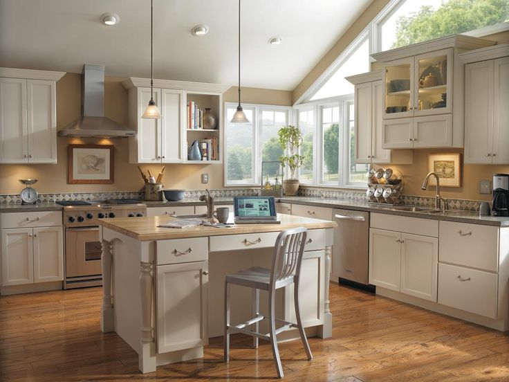 This Kitchen Island Featuring Diamond 39 S Shiloh Cabinet Door Style