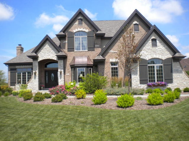 Mix stone brick and stucco for the home pinterest for Mixing brick and stone exterior