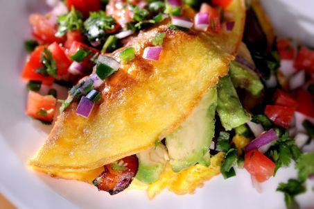 Recipe: Bacon and avocado omelet with pico de gallo