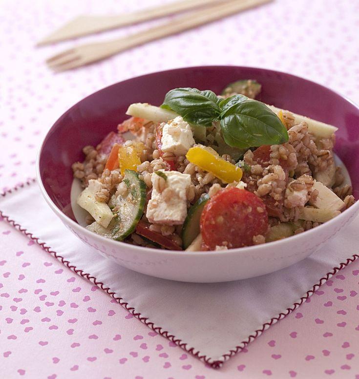 Salade composée d'orge aux tomates chou rave concombre et feta ...