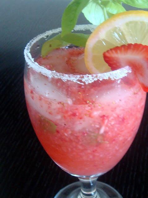 Strawberry Basil Lemonade Cocktail --- Literally best drink EVER.