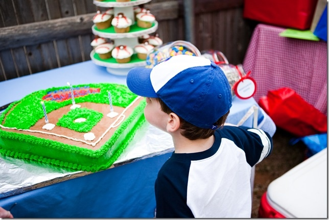 A baseball themed birthday party  //  Vintage Chic Home