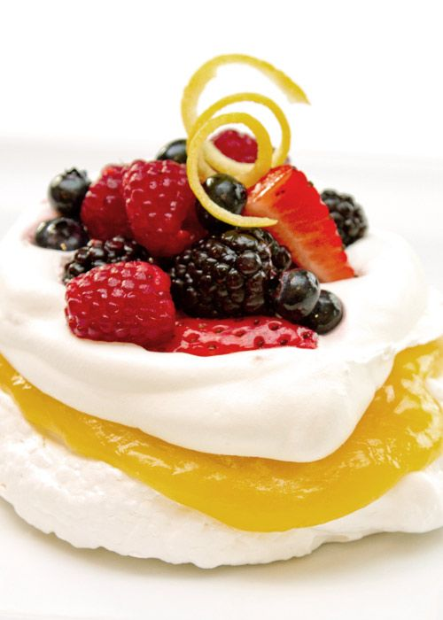 Lemon Pavlova With Berries - Delicious! And so perfect for spring!