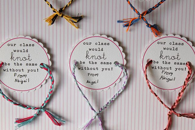 Idea for Friendship Bracelet valentines with a free printable tag