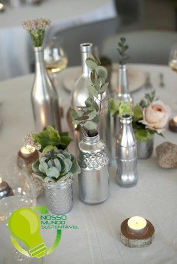 Garrafas de vidro pintadas com spray prata