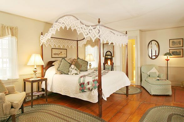 Colonial-style bedroom | Home | Pinterest