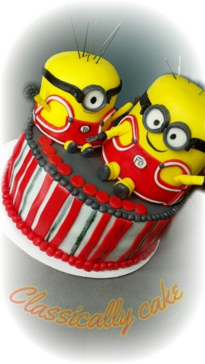 Minions wrestling cake