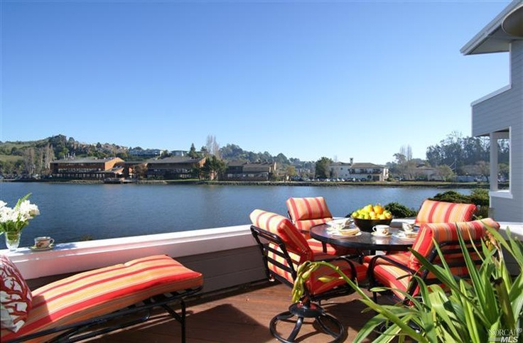 Mill Valley, CA // Tastefully updated townhouse in Sunrise Pointe