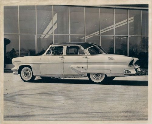1954 The 1954 Ford Motor Company Lincoln Capri Wire Photo