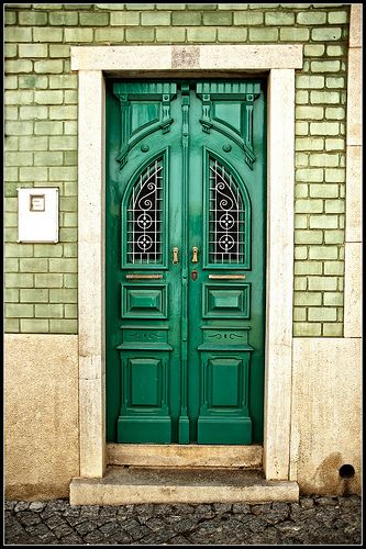Narrow emerald door a sudden interest in doors pinterest for Narrow front door