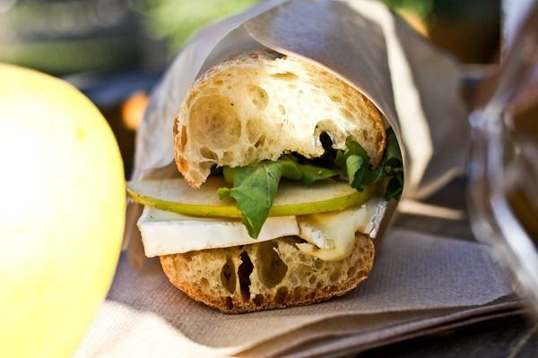 brie, apple, arugula & honey on a baguette. yes!