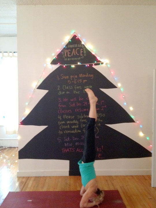 chalkboard christmas tree, you could also make this out of paper, so ...