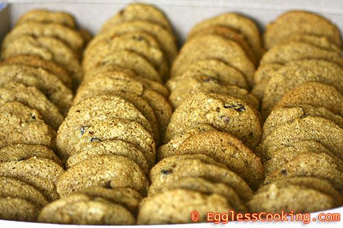 These vegan hermit cookies are soft and chewy, spiced with cinnamon ...