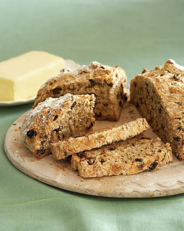 Irish Soda Bread with raisins and caraway #recipes