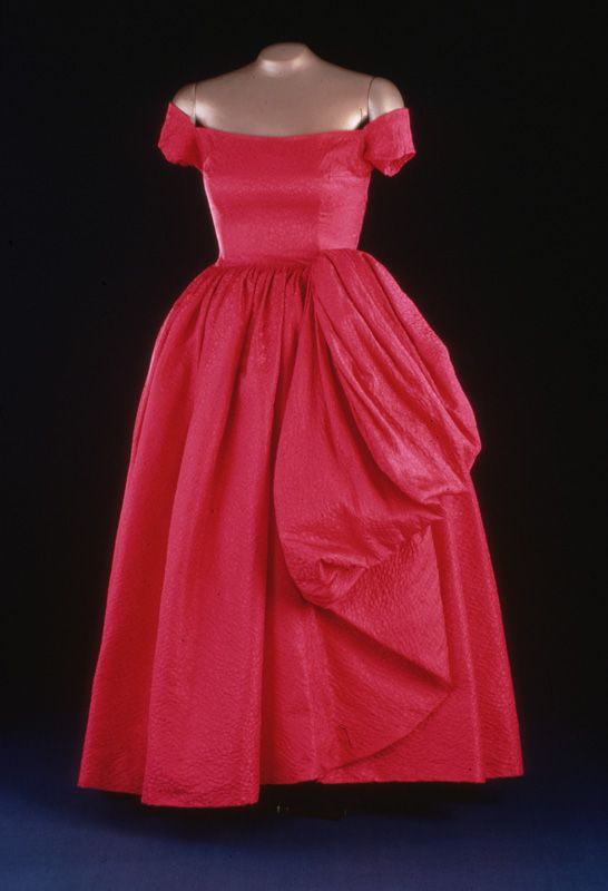 Mamie Eisenhower's Evening Gown. Mamie Eisenhower wore this rose-colored silk damask evening gown for a 1957 state dinner at the British Embassy. Nettie Rosenstein designed the ensemble, which included a matching purse and shoes.