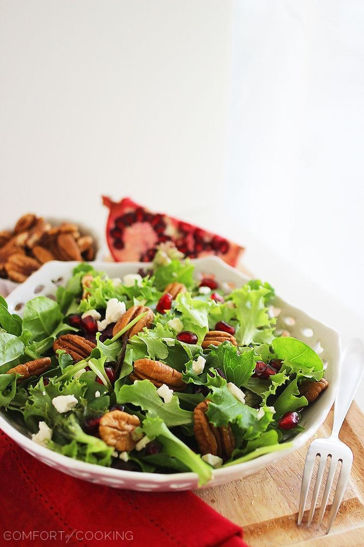 ... Cooking » Mixed Green Salad with Pomegranate Seeds, Feta and Pecans