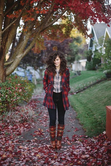One of our favorites, Elizabeth of Delightfully Tacky, flaunts her fall style