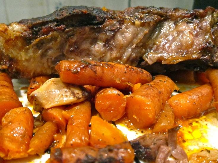 Garlic Lover's Slow Cooker Pot Roast | Yummy Yumminess | Pinterest