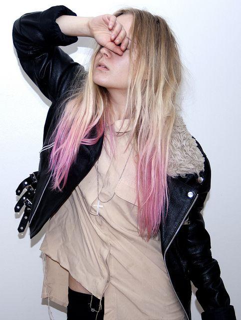 blonde-hair-pink-tips