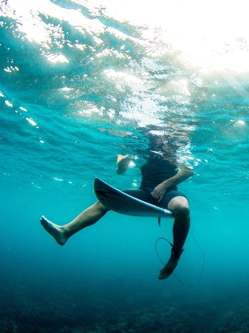 Underwater gabriel medina in fiji