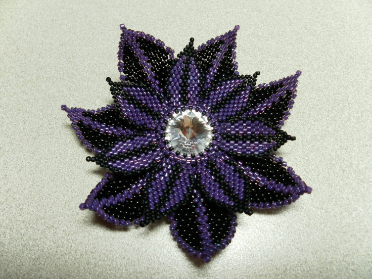 Flower based on Melanie Colburn's design from Bead & Button!