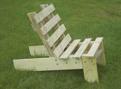 Chaise palette upcycle diy pinterest for Chaise de jardin en palette