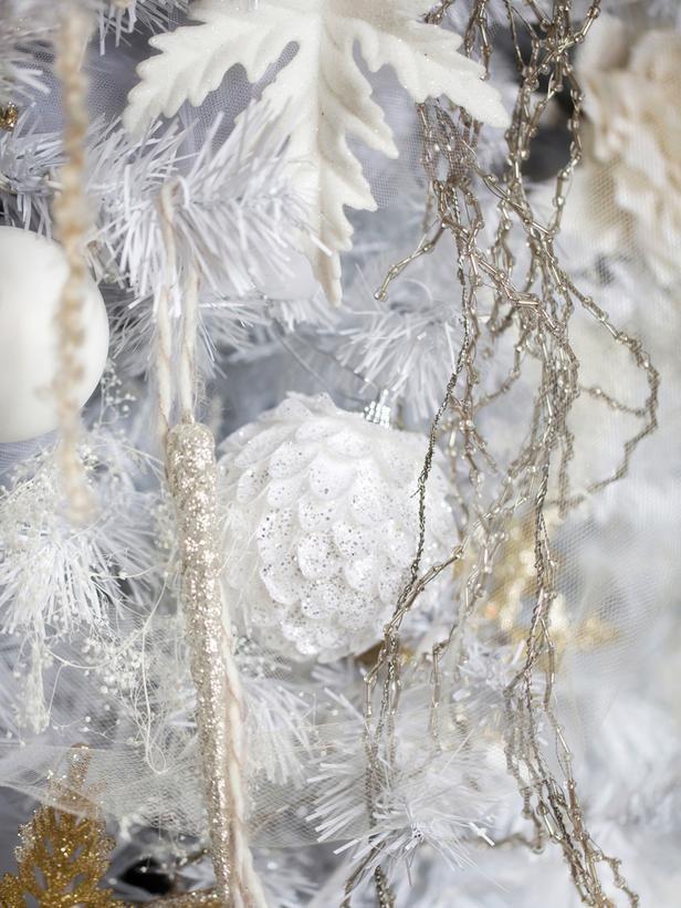 10 Tips For Creating An Elegant All White Christmas Tree
