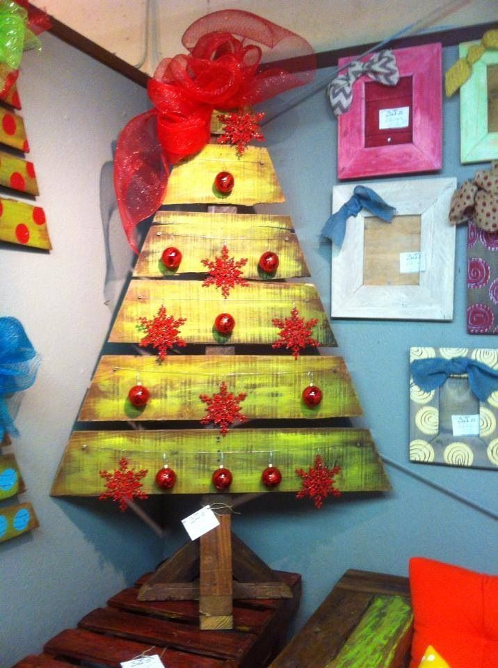 Another pallet wood christmas tree holiday ideas for Pinterest pallet christmas ideas