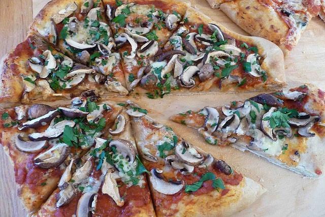 Mixed Mushroom & Gorgonzola Pizza | Recipes to Try - Pizza | Pinterest