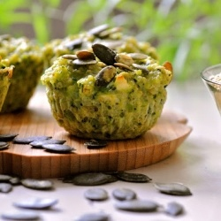 Quinoa muffins with goat cheese, broccoli and pepitas. Perfect for ...