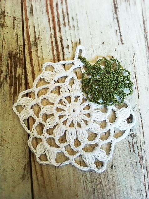 Smile Motif, free pattern from Pierrot #crochet #doily #thread_crochet