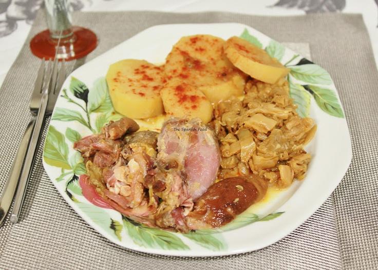 Codillo con patatas y repollo