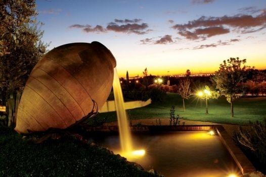 Una location matrimonio a Roma... Un'atmosfera da sogno, un giardino al tramonto... lo scenario perfetto in cui festeggiare le nozze!